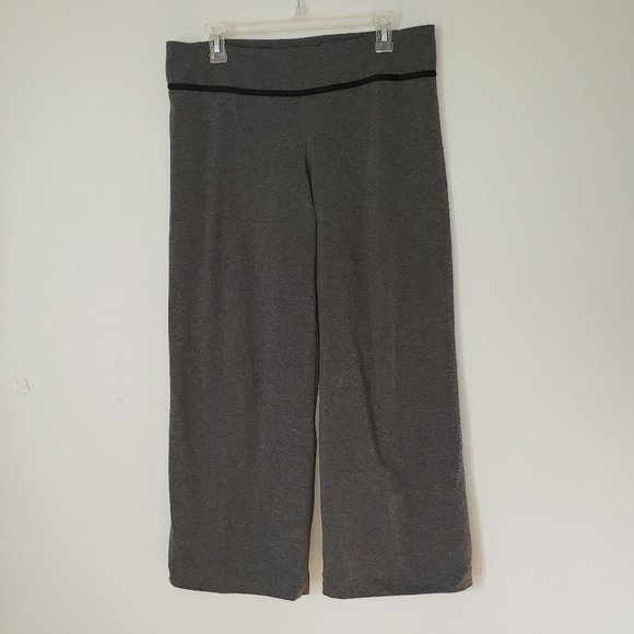 LULULEMON grey wide leg crops size 12